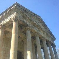 Podría ser un templo griego o romano