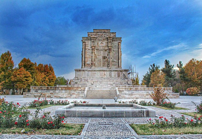 The tomb of Ferdowsi, very beatiful and tiny. hope to enjoy it