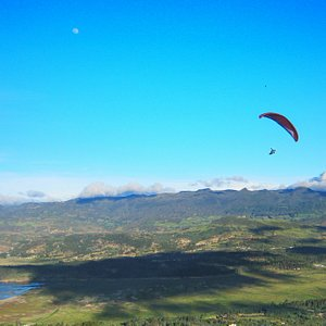 Fly Over Tomine Lake - Close to Bogotá - Professional Pilots - The Best Locations - Natural Rese