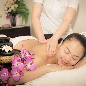 Hot Stone Massage & Aroma Oil