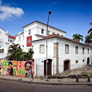 Grafite em muro externo do Museu Histórico Nacional