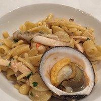 Pasta mista con molluschi e frutti di mare