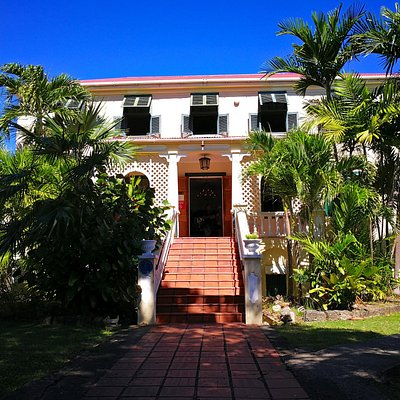 Front of the plantation house