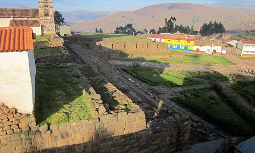 Iglesia colonial sobre bases de un palacio inca