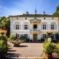Frontansicht der Villa Merian