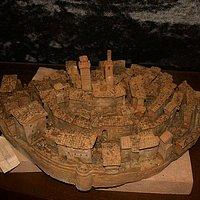Макет Петройо из терракоты в местном музее