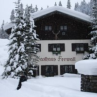 Approaching Gashaus Ferwall on foot from St Anton (Feb 2005)
