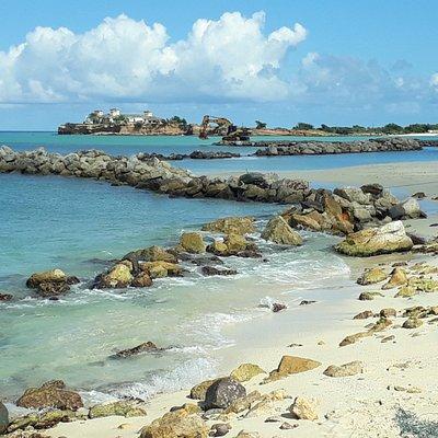 dique de pedras em Runaway beach