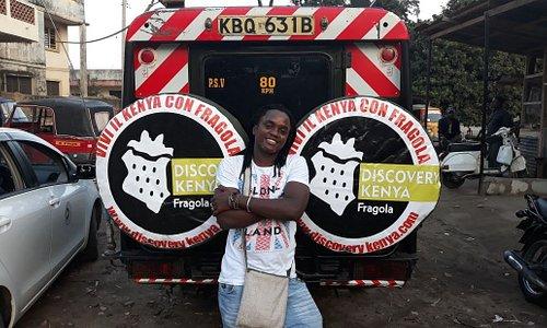 Fragola con la jeep di Discovery Kenya