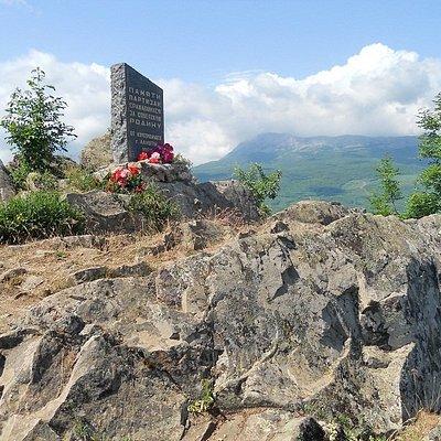 Вершина Ай-Йори, 570м, Памятник партизанам, вид на Чатыр-Даг