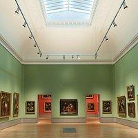 """Blick in die Gemäldegalerie mit Rembrandts """"Familienporträt"""" auf der Blickachse"""