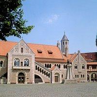 Ansicht auf die Burg Danwarderode vom Burgplatz aus