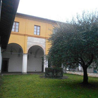 chiostro della chiesa monumentale di San Francesco a Barga