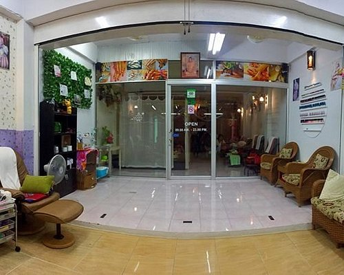 If you are looking for a good massage in Khao Lak, B.massage and nails khaolak.