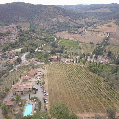 panoramica della Palazzetta sulla valle di Sant'Antimo