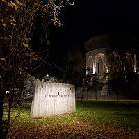 monumento ai Bersaglieri del Po, sito nella piazza d'armi. Vedete anche l'Acquedotto