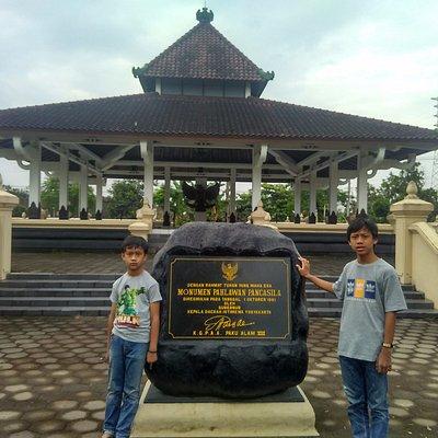 Tanda peresmian monumen oleh Sri Paduka Paku Alam VIII