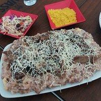 Baião com carne de sol e queijo