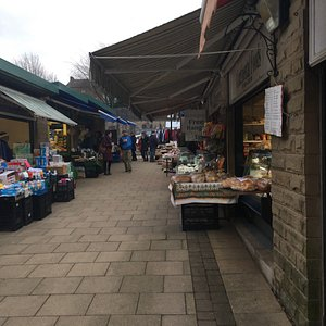 Saturday Market, with not too many here, but plenty of fresh food, clothes and fancy goods on sa