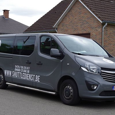 Opel Vivaro van for 7 persons + 1 driver and extra space for much luggage