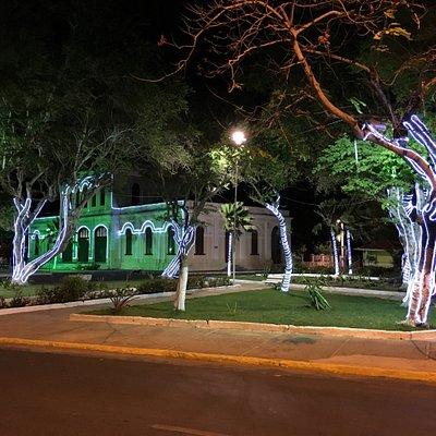Praça decorada para o Natal.
