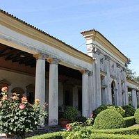 Particolare facciata che ricorda le terme romane