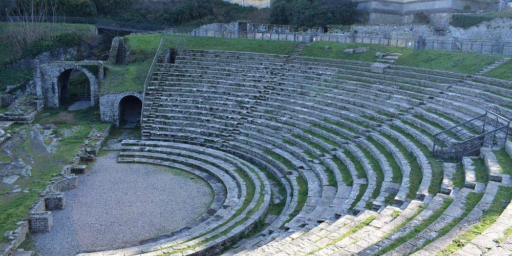 Il teatro romano - Roman Theatre
