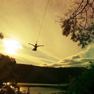 Tarzan Swing with great views of the lagoon and volcano.