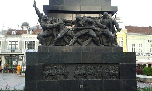 Το μνημείο .
