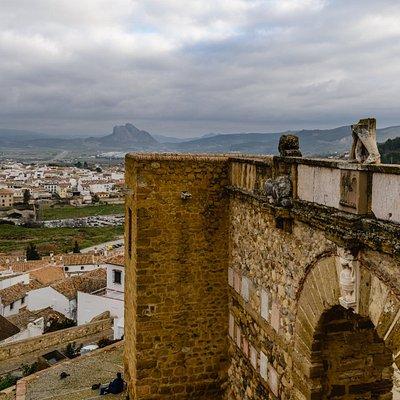 Peña de los Enamorados vista desde la Puerta de los Gigantes de la Alcazaba de Antequera, Maálag