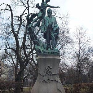 Памятник Сватоплуку Чеху в парке его же имени на Виноградах