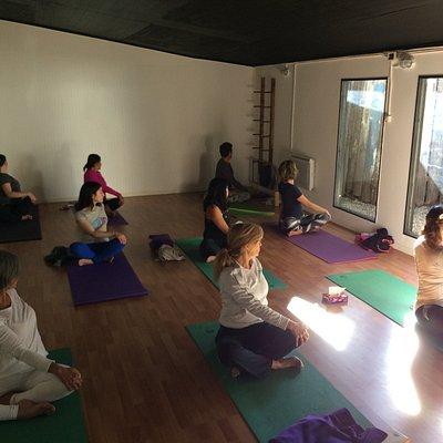 Clases regulares de Yoga