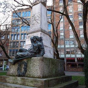 Monumento a G.Garibaldi in viale Cavour a Ferrara