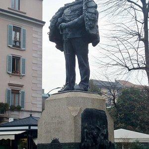 Statua e piedistallo