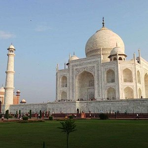 A dream in marble built by king Shah Jahan in the memory of his beloved wife Mumtaz Mahal .