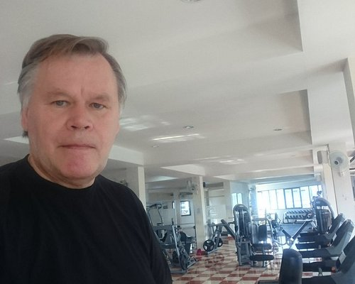 Hi Here is a gym verry nice, clean everything  new , big place people working there are nice jus
