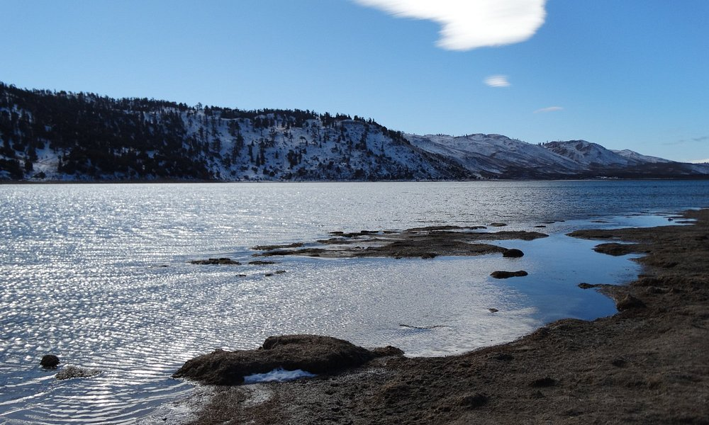 Beautiful Lake Sidi Alguelmame - with snow on the mountains behind