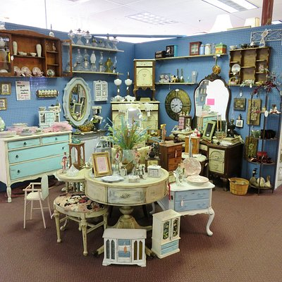 Over 140 stalls at Antique Mall Of America - Las Vegas (13/Jan/18).