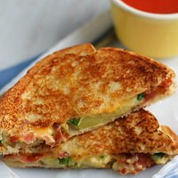 Grilled cheese with creamy smoked tomatoes soup