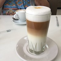 Old-fashioned café con leche is just one of the delightful and elegant coffee drinks served.