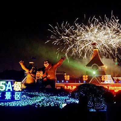 烟花:方特梦幻王国每到夜场开放之日,必看项目烟花表演,火树银花,璀璨夺目!