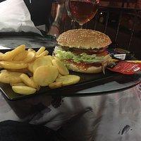 Hamburger e patatine fritte. Ci sarebbe bisogno di una legge che imponga il loro assaggio!