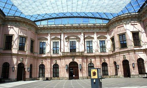 Cour centrale