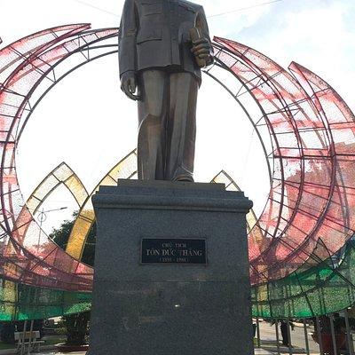 建国の英雄Ton Duc Thang像