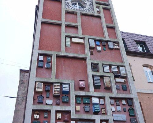 Стена дома с почтовыми ящиками