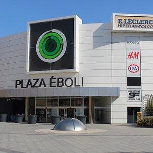 Centro comercial con amplia oferta de firmas d emoda, deporte, hipermercado, restauración y cine