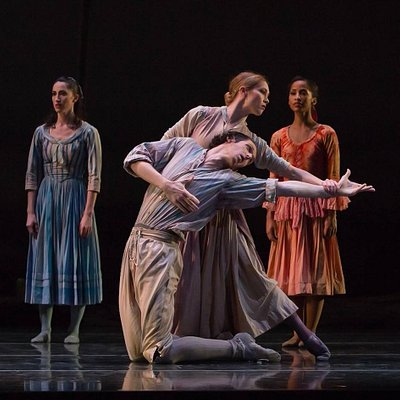 Nashville Ballet dancers in performance