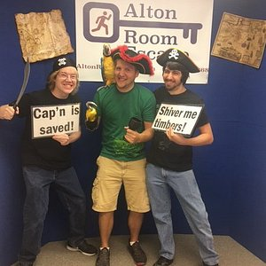 These brave sailors saved the Cap;n in time!