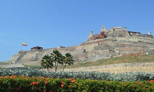 Así se ve el Castillo de San Felipe desde la Plazoleta de Blas de Lezo
