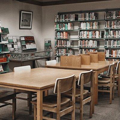 Seats and desks at Marathon Library